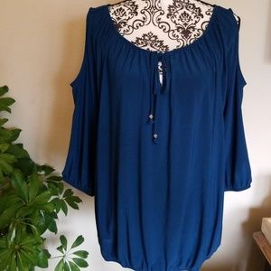 Cold shoulder Top XL, Great fabric